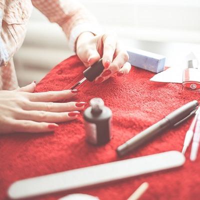 Come risparmiare su profumi e make-up scegliendo la profumeria giusta (online)