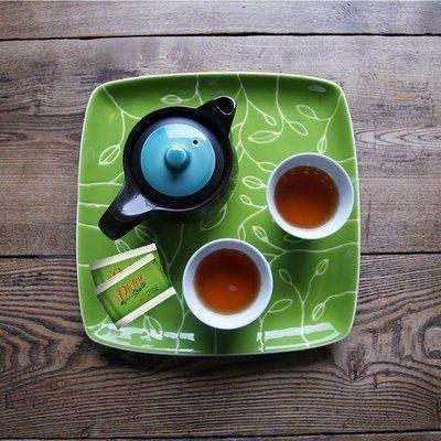 Alleviare la fatica di essere mamma con due tazze di tè e un'amica