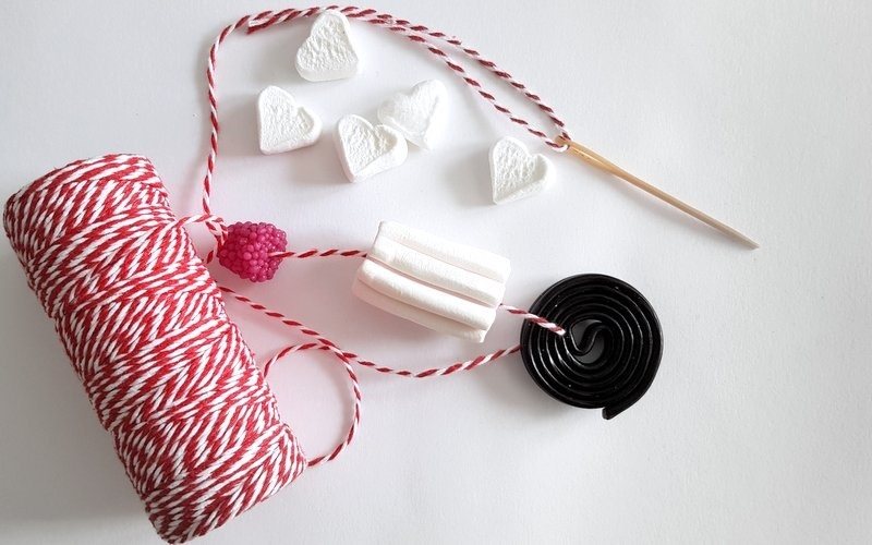 idee per feste di compleanno - ghirlande di caramelle e marshmallow