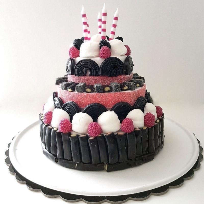 idee per feste di compleanno - torta di caramelle Haribo - candy cake liquorice
